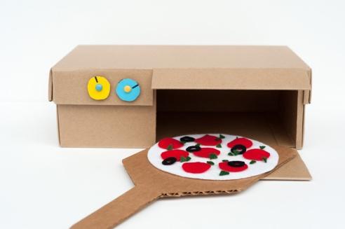 DIY cardboard pizza box from madebyjoel.com